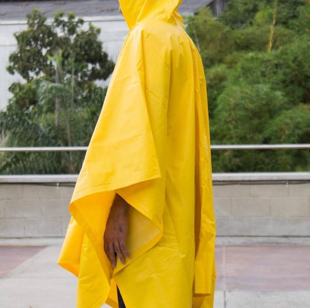 Poncho amarillo