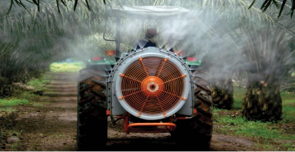 Fumigadora-Tractorizada-Arbus-Jacto-400-Golden-Soto-Uso.JPG