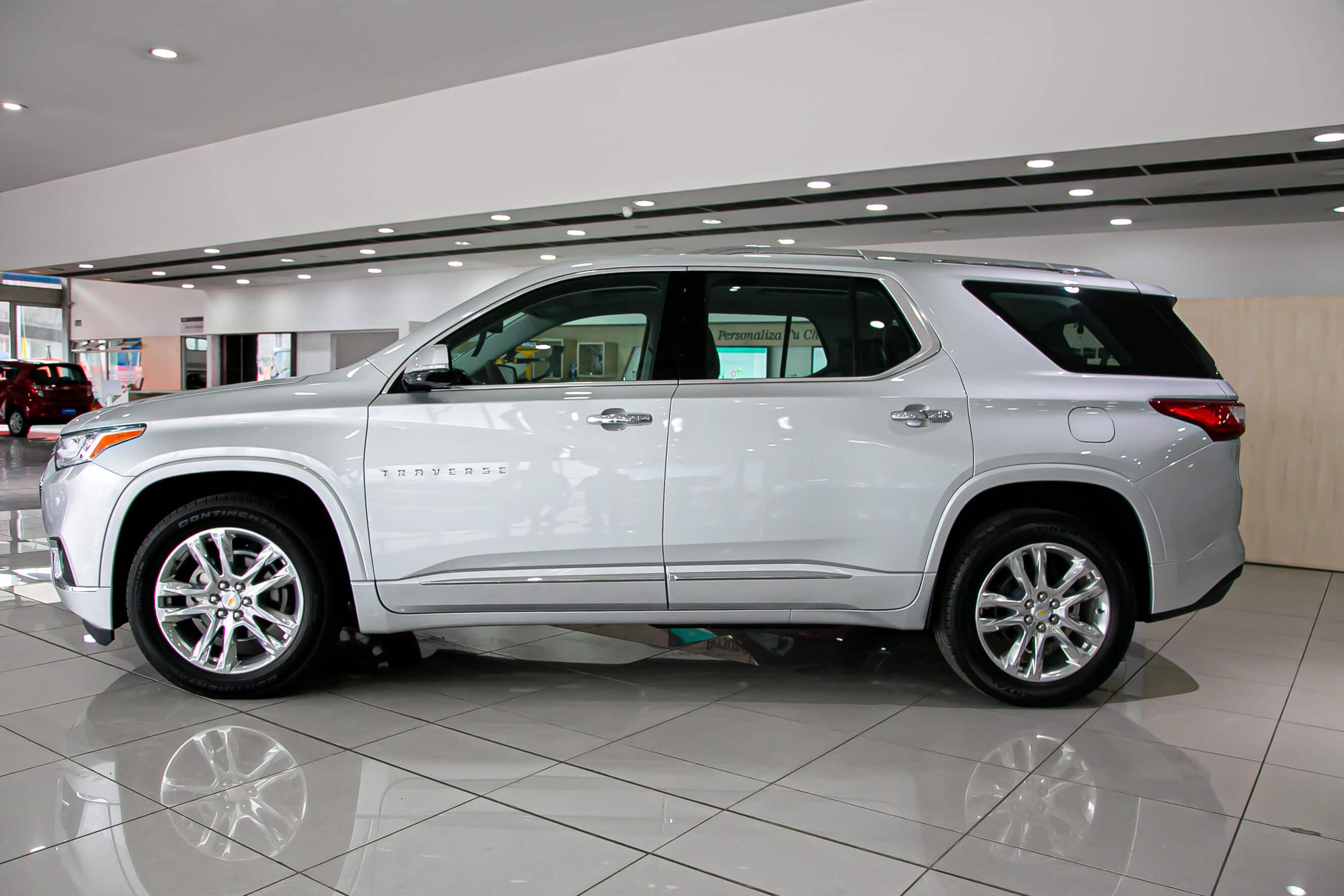2.Camioneta-Chevrolet-Traverse-Autolarte.jpg