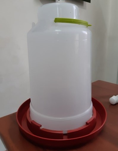 Bebedero-8-litros-Alosan.jpg