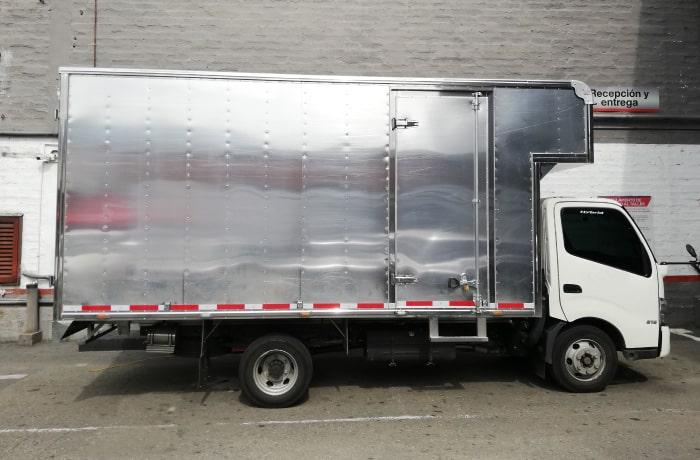 Camion-Hino-Dutro-Hibrido-furgon-carga-seca.jpg